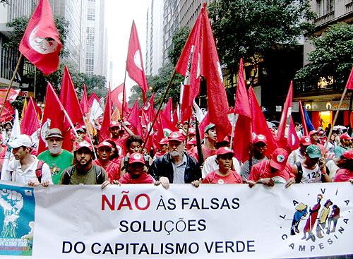 MST-delegatie op de demonstratie in Rio, juni 2012