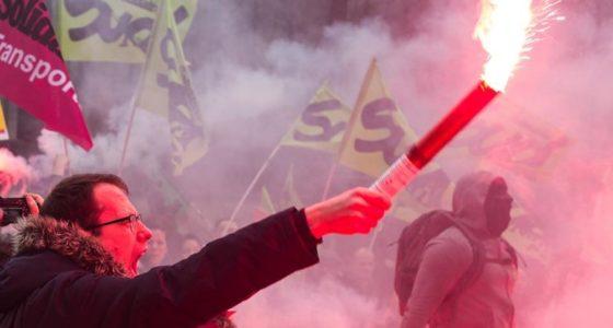 Frankrijk roert zich: stakingen, repressie en extreem-rechts