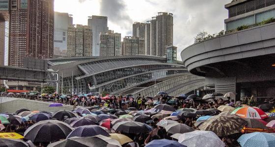 Hong Kong: demonstranten beantwoorden intimidatie met megaprotest