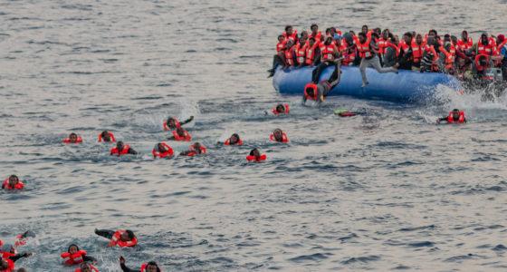 Uitbraak van geweld tegen vluchtelingen op Griekse eilanden