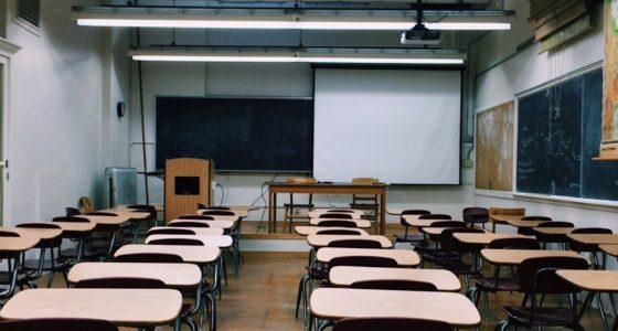 Waarom de scholen dicht moeten blijven