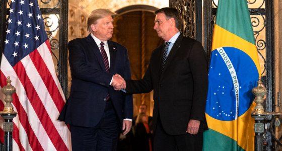 'Bolsonaro ontkent niet alleen de ernst  van de pandemie, maar verergert die ook'