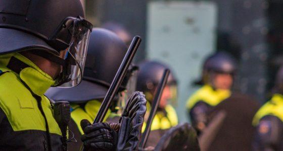 De Nederlandse politie is geen haar beter